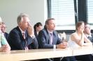Parteichef Christian Lindner informiert sich am AFG über den Unterricht mit iPads_13