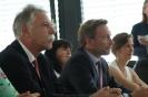 Parteichef Christian Lindner informiert sich am AFG über den Unterricht mit iPads_20