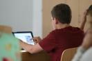 Parteichef Christian Lindner informiert sich am AFG über den Unterricht mit iPads_25