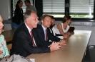 Parteichef Christian Lindner informiert sich am AFG über den Unterricht mit iPads_8